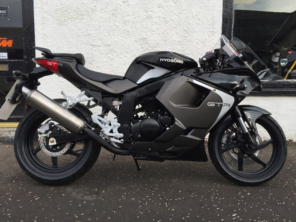 hyosung gt125r fast reliable 125cc motorcycle on finance. Black Bedroom Furniture Sets. Home Design Ideas